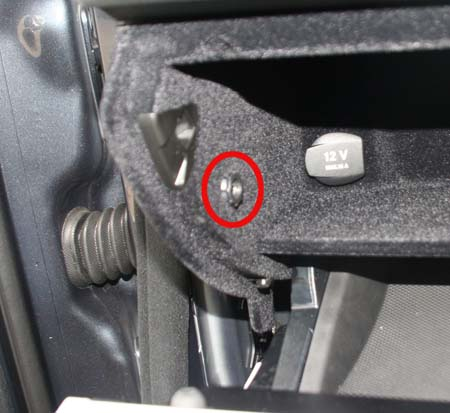 W204 aux socket removal picture